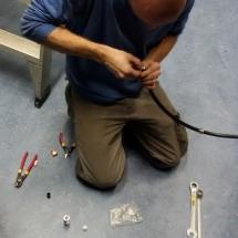 Martijn,pd2nlx monteert de n connector op de ecoflex15 coaxkabel die de DMR en Dstar verbindt met het antenne systeem